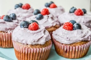 Beeren Cupcake ohne Zucker {www.dasweissevomei.com}