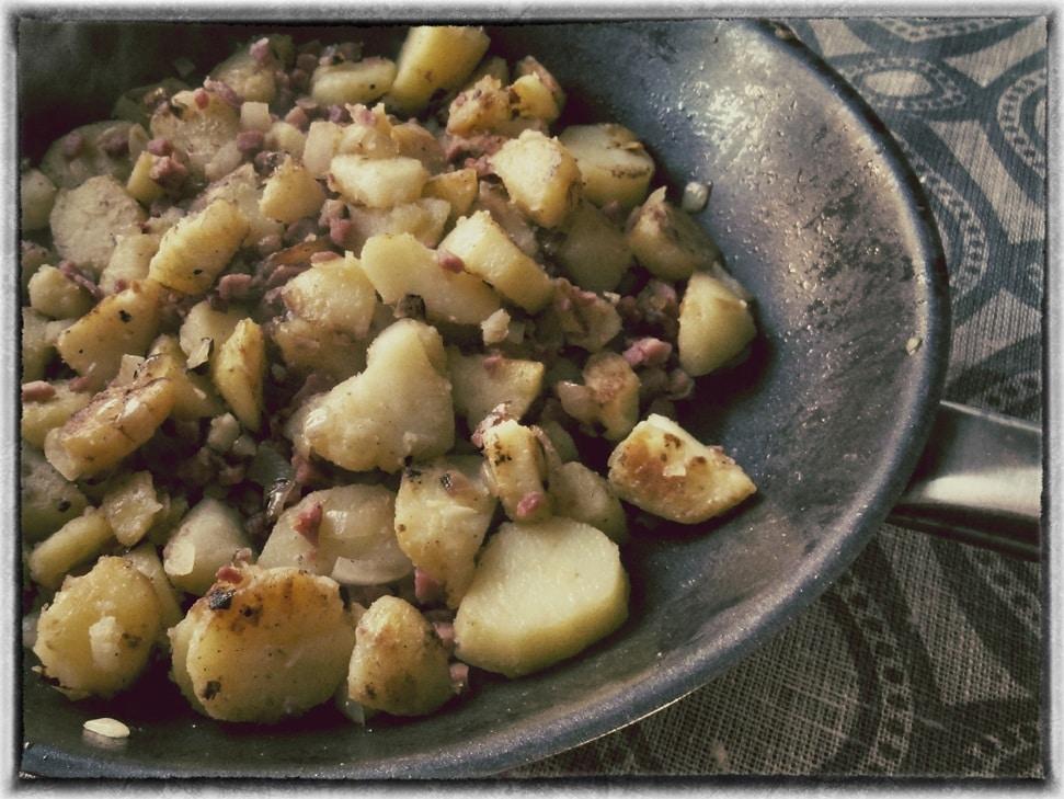 Bratkartoffeln - zubereitet mit Bratkartoffelöl {www.dasweissevomei.com}