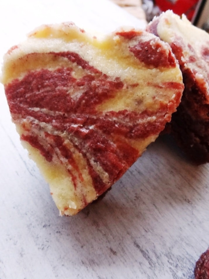 Red Velvet Cheesecake Brownies {www.dasweissevomei.com}