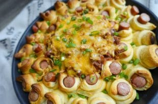 Chili Cheese Hot Dog Kranz {www.dasweissevomei.com}