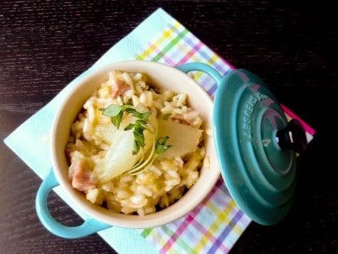 Risotto mit ital. Bratwurst und karamellisierten Zwiebeln {www.dasweissevomei.com}