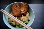 Quinoa Gemüse Pfanne mit Erdnuss Sauce und gebackenem Tofu {www.dasweissevomei.com}