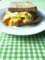 5-Minuten-Frühstücks-Sandwich mit Ei und Käse {www.dasweissevomei.com}