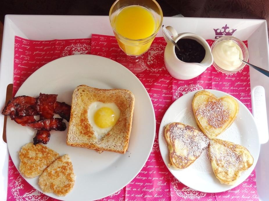 Frühstück im Bett am Valentinstag {www.dasweissevomei.com}