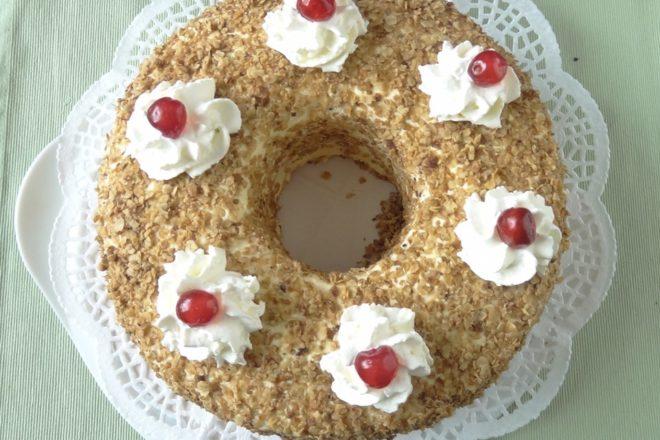 Frankfurter Kranz - Bisquit Torte mit Vanille Buttercreme und Beerengelee {www.dasweissevomei.com}