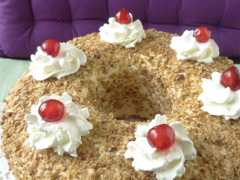 Frankfurter Kranz - Biskuit Torte mit Vanille Buttercreme und Beerengelee {www.dasweissevomei.com}