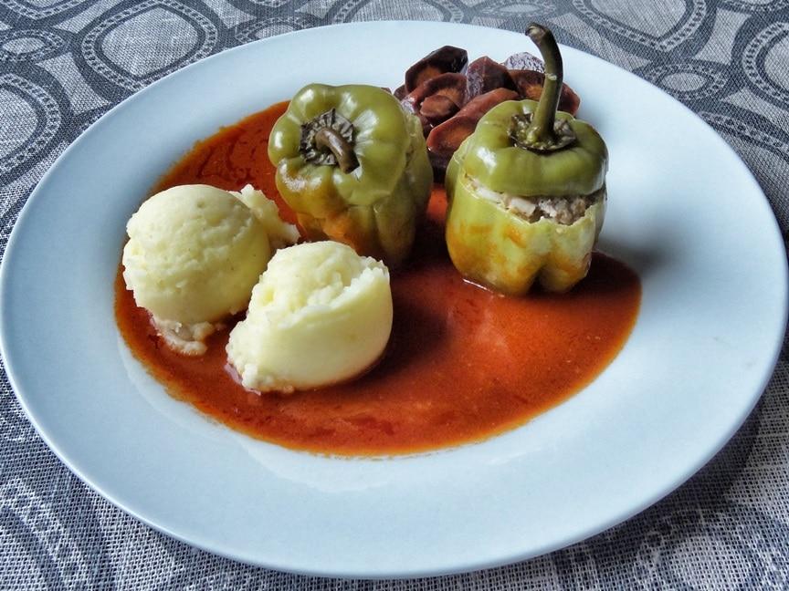 Paprika mit Hackfleisch-Reis Füllung {www.dasweissevomei.com}