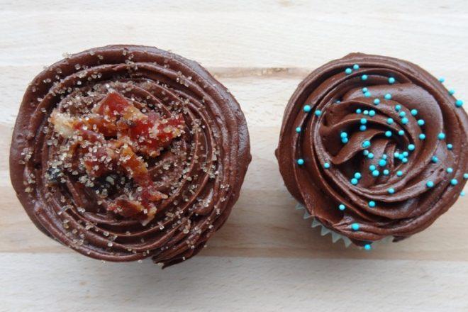 The Mancake Cupcake - Extra schokoladig & mit karamellisiertem Bacon {www.dasweissevomei.com}