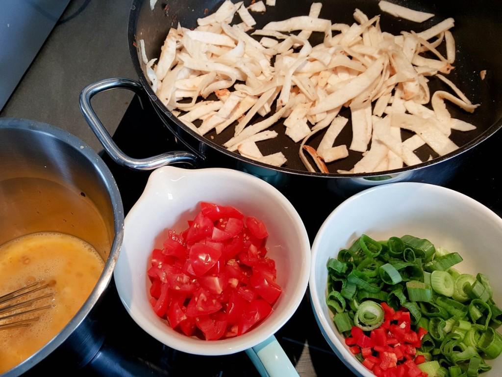 Mexikanisches Tortilla Rührei - Tortilla anbraten {www.dasweissevomei.com}