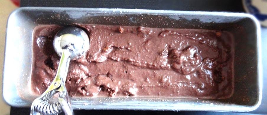 Fudge Brownie Schokoladen Eis - Eiscreme wie von Ben & Jerry's {www.dasweissevomei.com}