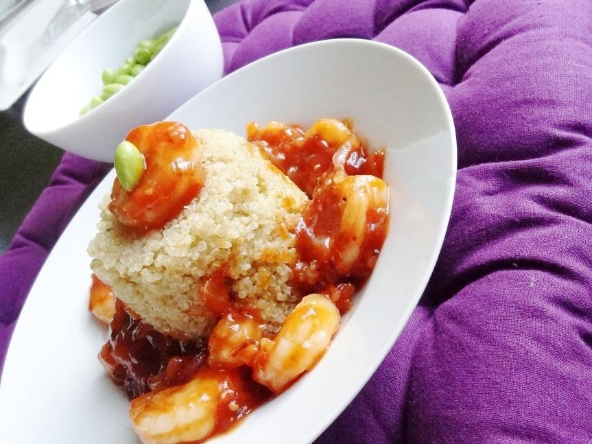 Riesen Garnelen in pikanter Asia-Ketchup-Sauce mit Quinoa und Edamame {www.dasweissevomei.com}