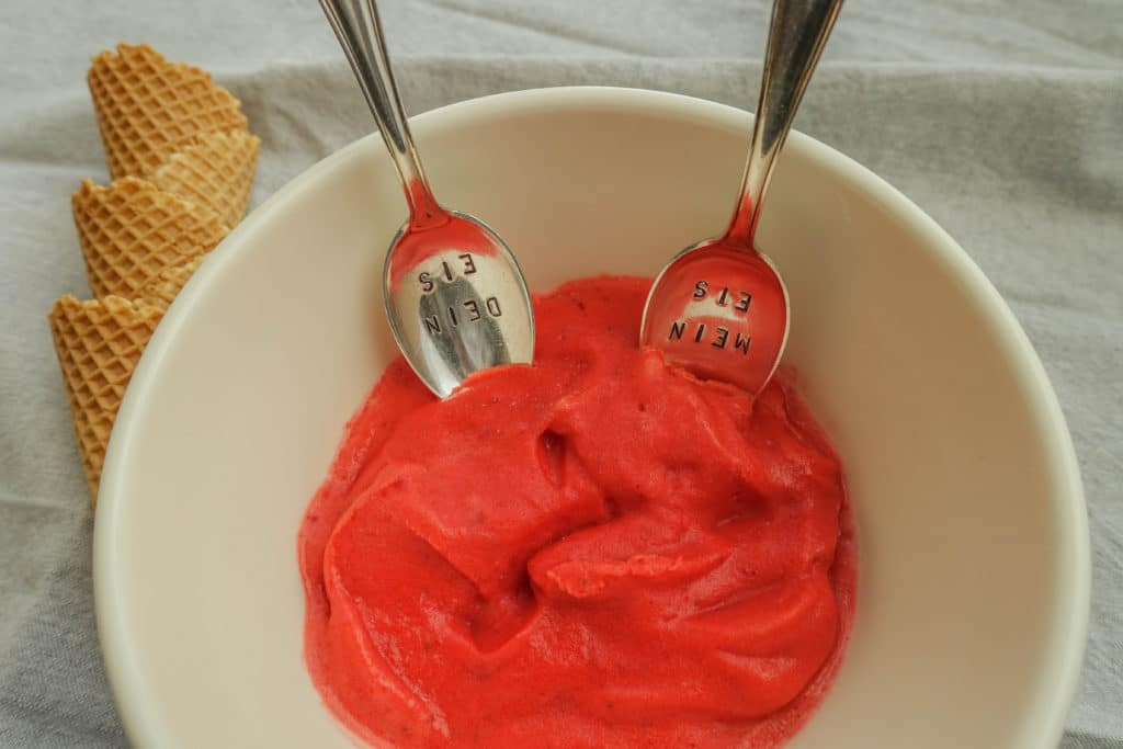 Strawberry Frozen Yoghurt {www.dasweissevomei.com}