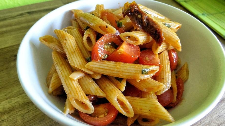 Tomaten Nudelsalat {www.dasweissevomei.com}